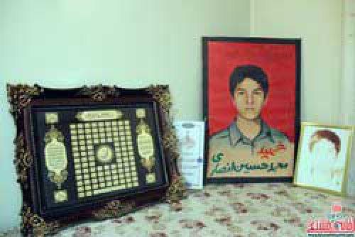 محمدحسین انصاری از اولین شهدای انقلاب استان کرمان محمدحسین را روی صحنه تئاتر شهید کردند