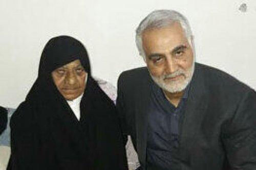 رای مادر سردار شهید علی شفیعی؛ مثل قاسم، مثل علی، مثل فاطمه+ فیلم دیدار با حاجقاسم